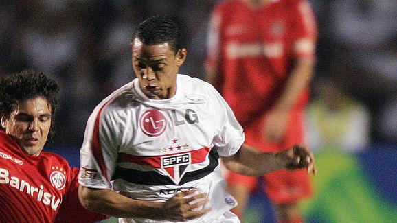 Brazilian footballer Ricardo Oliveira (R