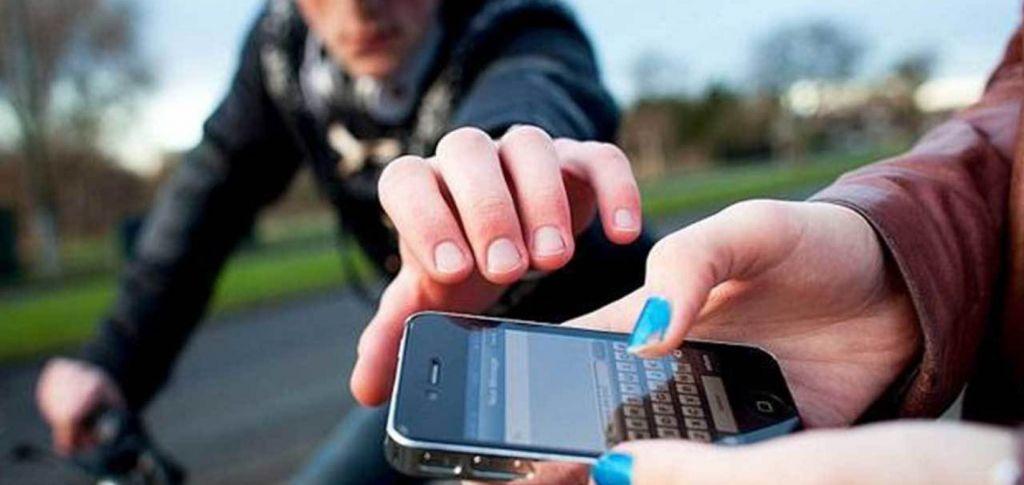 Bandidos roubam celular e pedem Uber Eats, mas quem come os pastéis é a polícia - 2