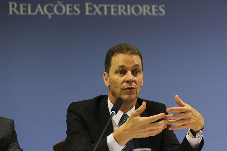 O secretário de Negociações Bilaterais na Ásia, Pacífico e Rússia, do MRE, embaixador Reinaldo José de Almeida Salgado,fala à imprensa no Palácio Itamaraty.