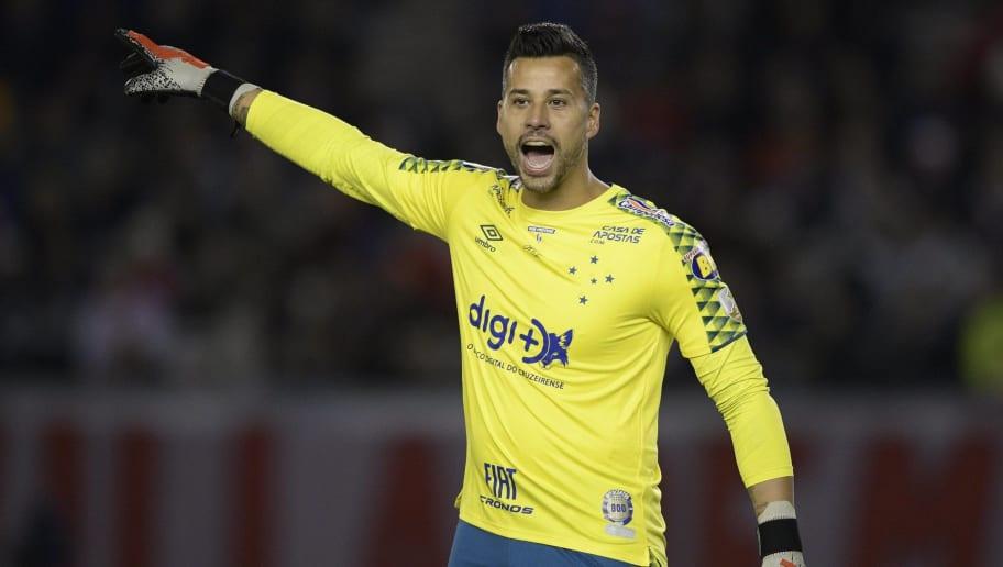 Maior ídolo do clube, futuro de Fábio mexe com coração do torcedor do Cruzeiro - 1