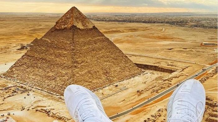 Pode isso? Influenciador escala Pirâmide de Gizé e é preso no Egito - 1