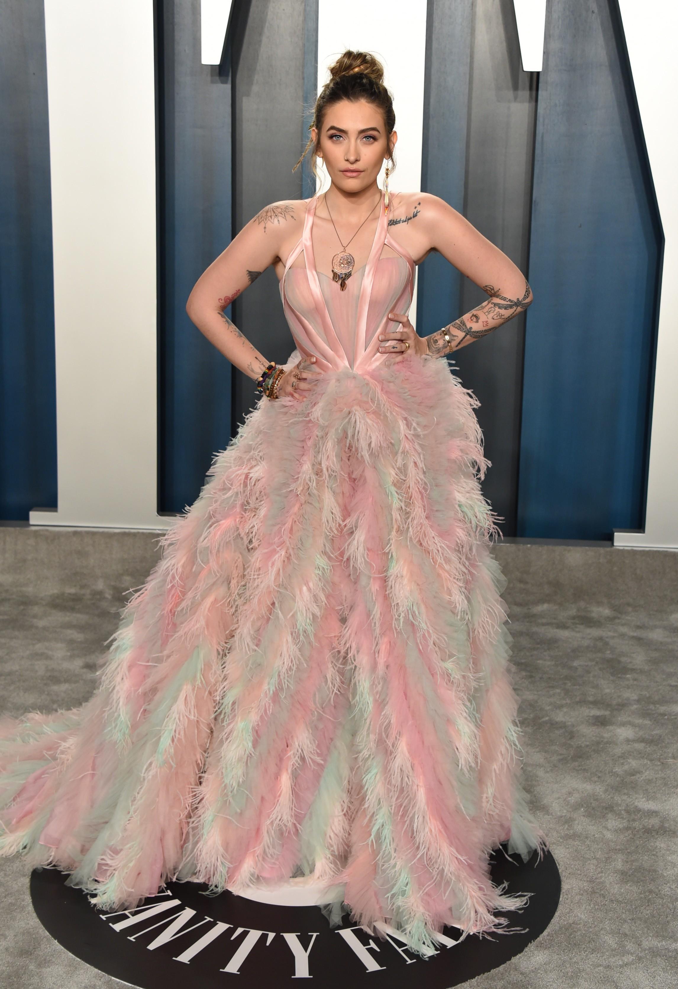 Com vestido exuberante, filha de Michael Jackson supera estrelas em festa do Oscar - 1