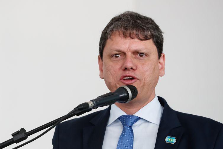O ministro da Infraestrutura, Tarcísio Gomes de Freitas, durante cerimônia de inauguração do Aeroporto Glauber Rocha, em Vitória da Conquista (BA).