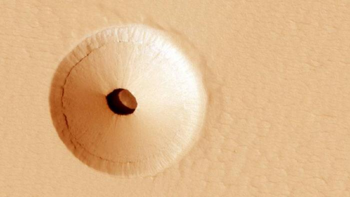 Abrigo de seres vivos? NASA encontra entrada de caverna em Marte - 1