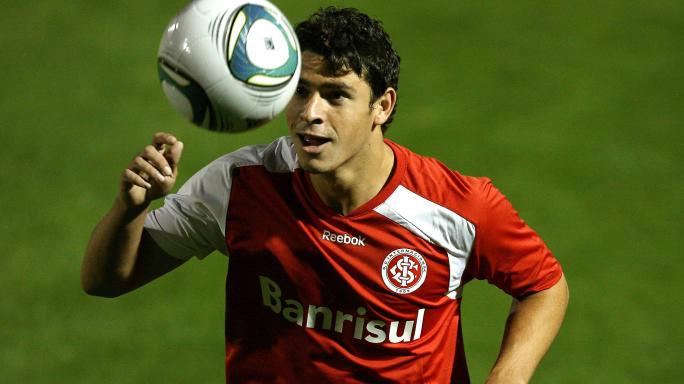 Clubes se mobilizam por Giuliano, mas retorno do meia ao Brasil passa por diversas situações - 3