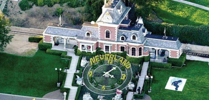 Após crescer em mansão, filha de Michael Jackson vive em humilde residência; veja - 1