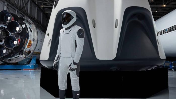 Vídeo mostra detalhes de como são os trajes espaciais futuristas da SpaceX - 1