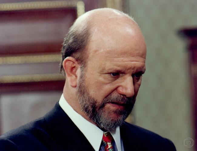 Adalberto (Cecil Thiré), de A Próxima Vítima, na Globo