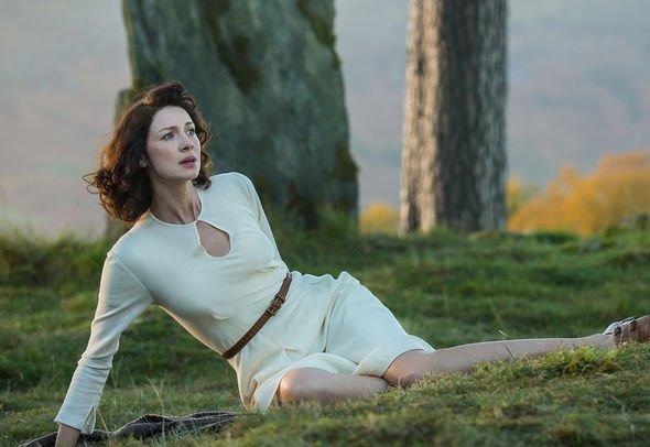 Apenas agora fãs encontram grande erro no 1° episódio de Outlander - 1