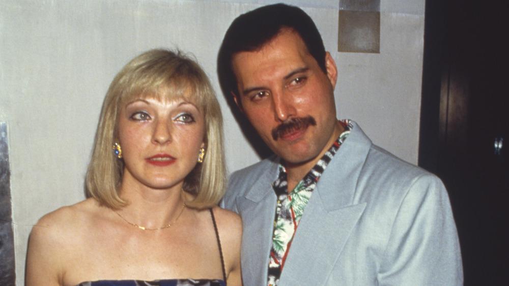 Veja como Bohemian Rhapsody mente na relação de Freddie Mercury e [SPOILER] - 1