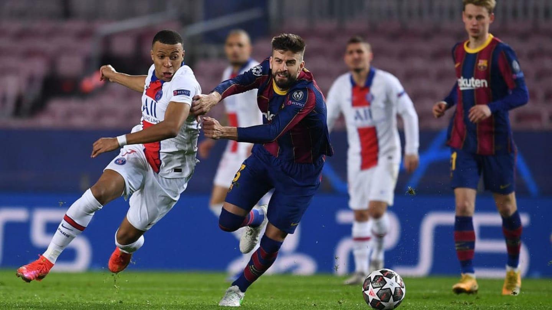 Clima pesado: Griezmann e Piqué discutem e se xingam em campo em derrota do Barcelona para o PSG; assista ao vídeo - 1