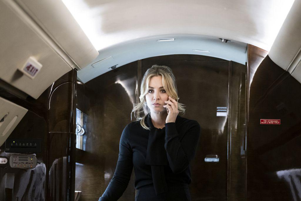 Crítica | The Flight Attendant traz mistério de personagem perseguida pelo caos - 2