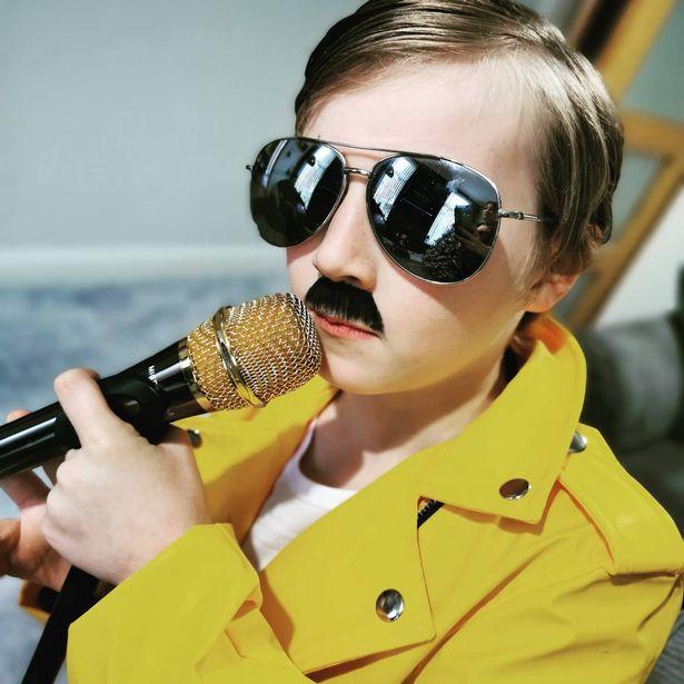 Mini Freddie Mercury é descoberto e encanta fãs; confira - 1