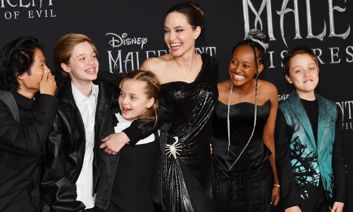 Fãs se assustam com filhos de Angelina Jolie em passeio com a mãe - 4