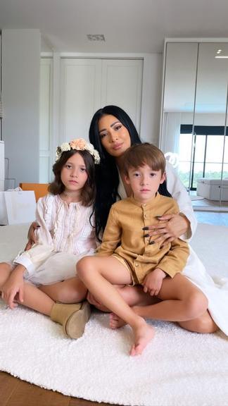 """Simaria surge em belas fotos com filhos e marido: """"Família mais linda"""" - 1"""