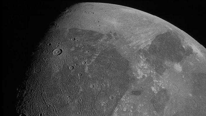 Sonda Juno fotografa Ganimedes após 20 anos sem novas imagens da lua de Júpiter - 1