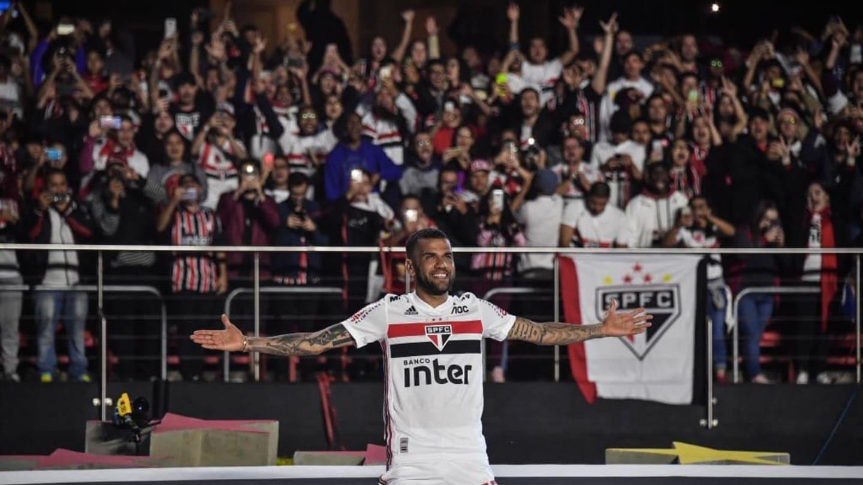 Jornal espanhol repercute situação atípica de Daniel Alves: 'Maior dos vencedores, sem clube' - 1