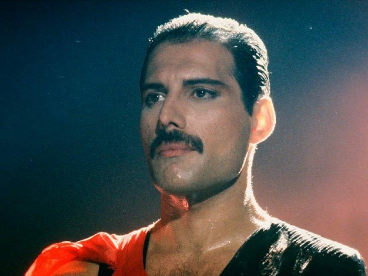 Festa de Freddie Mercury em hotel foi tão épica que é celebrada até hoje - 1